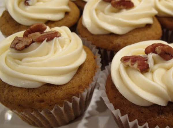 *pumpkin Spice Cupcakes With Candied Pecans* Recipe