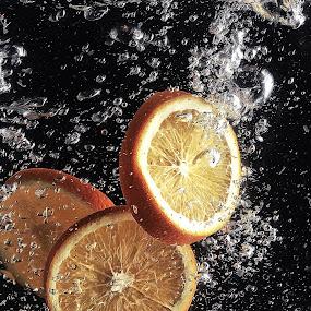 lemon splashing too by Ismed  Hasibuan  - Food & Drink Fruits & Vegetables ( water, splashing, food, fruits, bubbles, yellow )