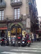 Photo: Na rogu Rambli - piękny sklep narożny