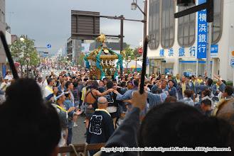 Photo: 【平成20年(2008) 本宮】 氏子回り終盤、駅前通りで山車とすれ違う。