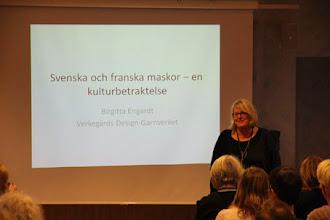 Photo: 18,30 var det invigning och Birgitta från Garnverket gav sin syn på svenska och franska maskor.