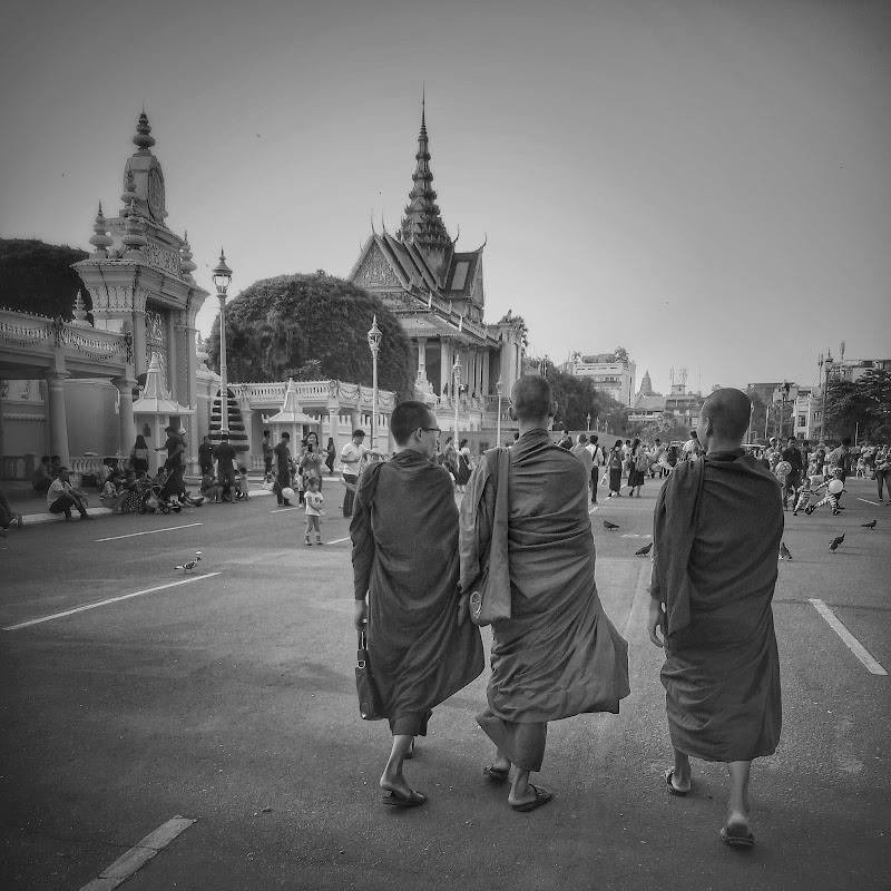 per le strade di Phnon Pehn di avocado