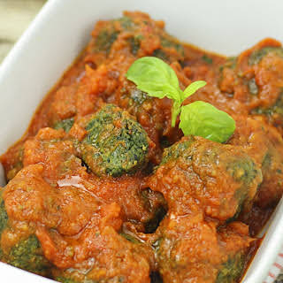 Spinach Meatballs in Spicy Sauce [Vegan].
