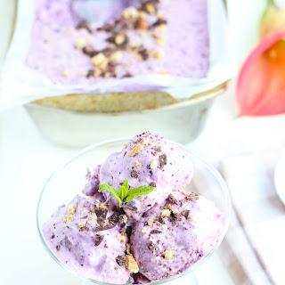 Blueberry Cheesecake Frozen Yogurt with Dark Chocolate Chunks