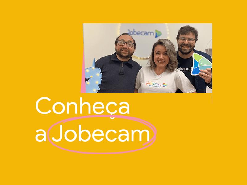 Imagem com uma foto dos fundadores da Jobecam (Diogo Felizardo, Cammila Yochabell e Eugênio de Carli), e os dizeres: Conheça a Jobecam