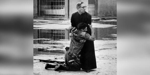 Những vị anh hùng áo chùng thâm: kinh ngạc trước những điều làm nên người linh mục