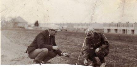 Photo: Várady Pál 1918-1990  Nagy Imre 1919-1978, 1966-1967, az épülő panelházak mögött Ravaszlik Erecs-Szapárka-Vörösdomb Csicsó