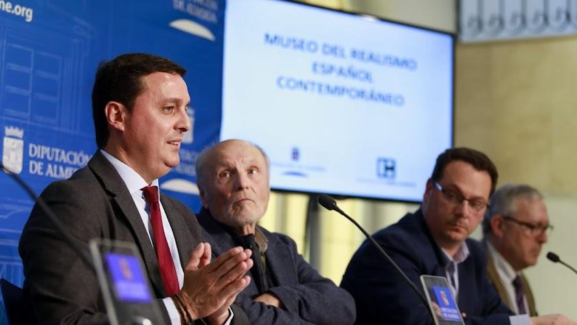 Antonio López, entre Javier Aureliano García y Juan Manuel Martín Robles.