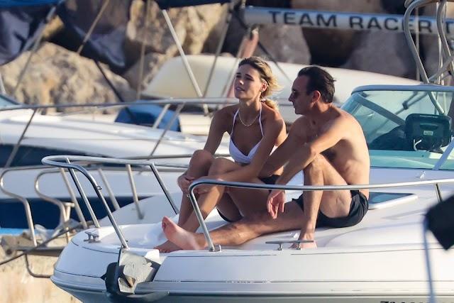 Ana Soria y Enrique Ponce disfrutan de un tranquilo verano.