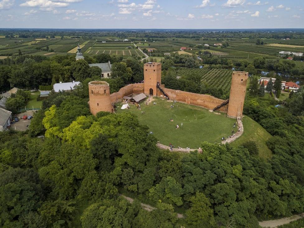 zamek w Czersku, widok z drona, Czersk