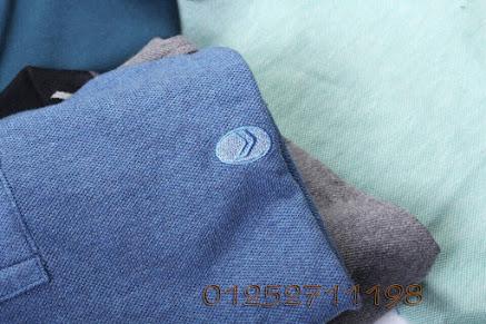 Mẫu áo phông polo Geox, có độ ôm vừa phải, chất vải mềm mại, thoáng mát, thấm hút mồ hôi tốt.