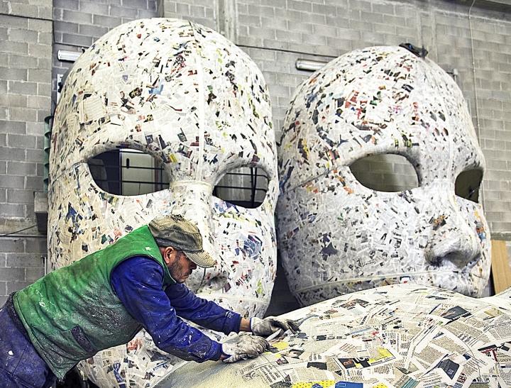 Vecchi giornali per fare maschere di vagero