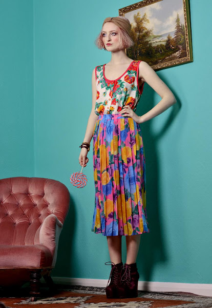 Photo: https://marketplace.asos.com/listing/skirts/bright-floral-print-pleated-skirt/343205