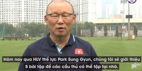 Thầy Park hướng dẫn online cầu thủ tập thể lực tại nhà thời Covid