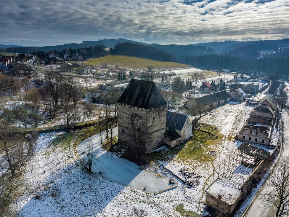 Wieża Książęca w Siedlęcinie, widok z drona