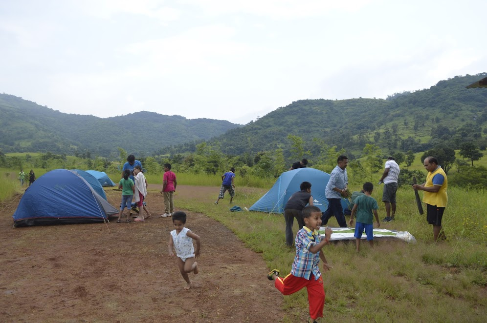 Setting up Tents – Monsoon camping near Pune