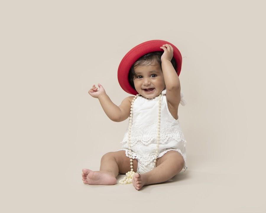 The red hat by Jude Stewart - Babies & Children Child Portraits ( children, judithstewartphotography, east sussex, hat,  )