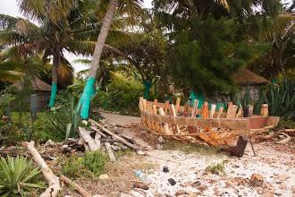 Photo: Would you like a new boat? / Je libo novou loďku?
