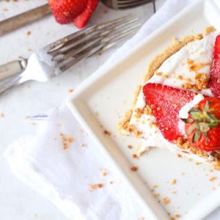 Strawberry and Granola Yogurt No Bake Pie.
