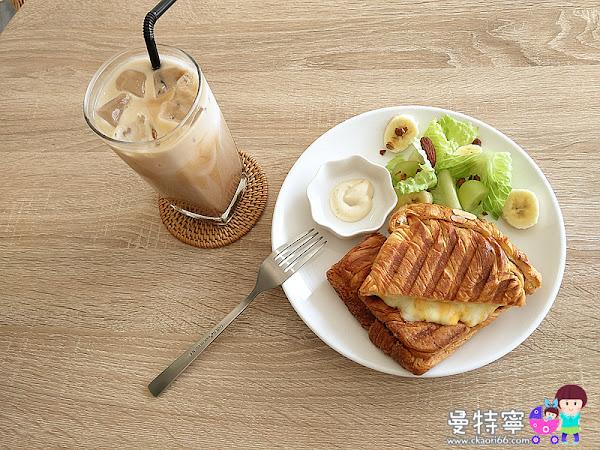 This Cafe純白簡約風咖啡廳~早上11點前點咖啡送小點~蕭如松藝術園區對面