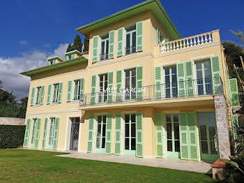 Maison 12 pièces 335 m2