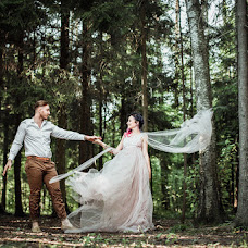 Wedding photographer Nastya Komarova (sickfancy). Photo of 01.08.2017