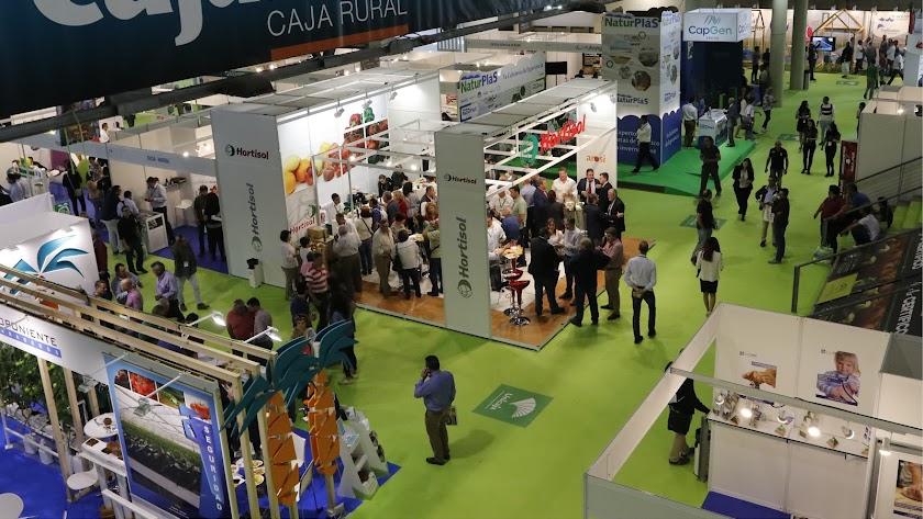 Profesionales del sector, durante su visita a los stands de empresas expositoras en Infoagro Exhibition 2017