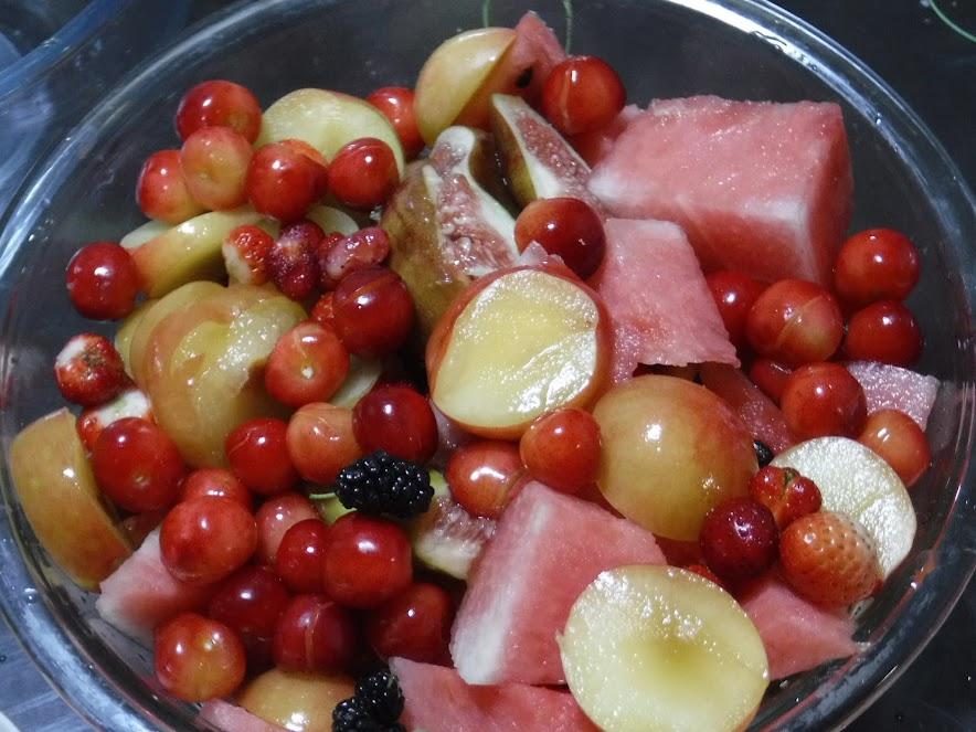 果物2kg いちじく、すもも、さくらんぼ、ぽんかん、いちご、すいか、桑の実