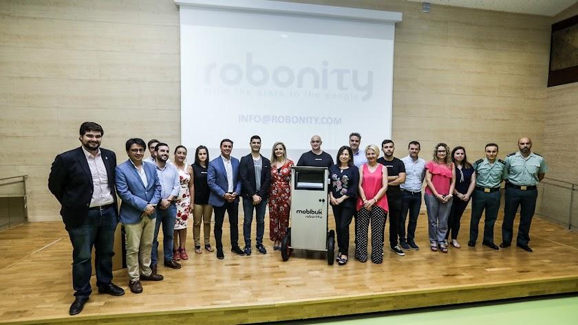 Foto de familia de la presentación del proyecto