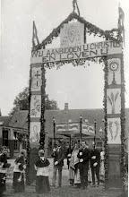 Photo: 1924 Sacramentsprocessie te Princenhage   Ereboog achter het Mariaklooster en de dorpsschool,   richting Patronaatsgebouw