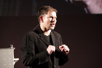 """Photo: TedxAlsace - Frédéric Home - Co-fondateur de FairHedge - """"Aide toi et le ciel t'aidera"""""""