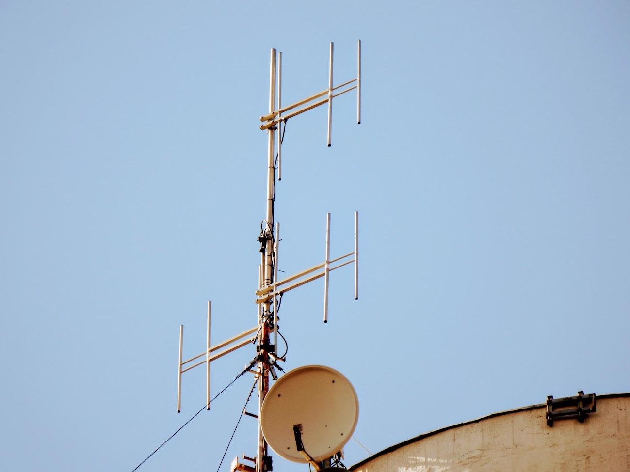 Baja/gabonatároló - helyi URH-FM adóállomás