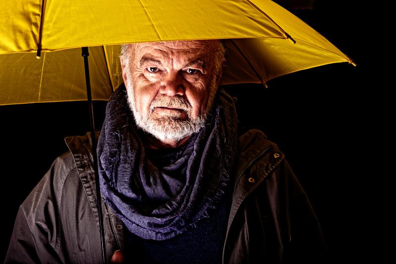 Un faro nella notte piovosa di steconte