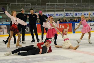 Photo: Drengene mod pigerne show