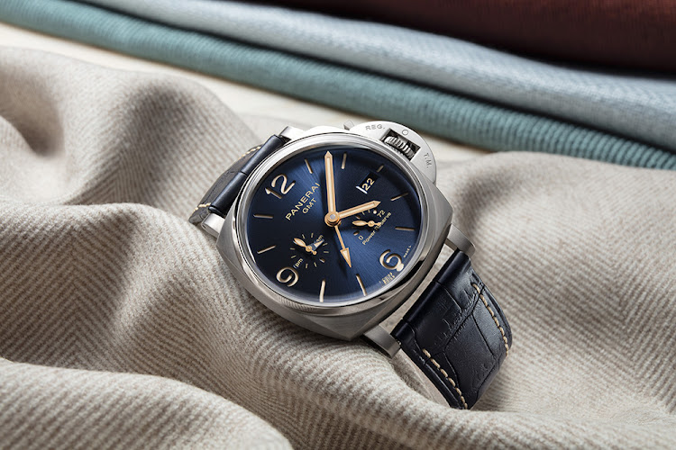 As cosmopolitan as Milan and its fashion district, the Luminor Due in 45mm, with interchangeable colour straps, is the epitome of Italian splendour and style.