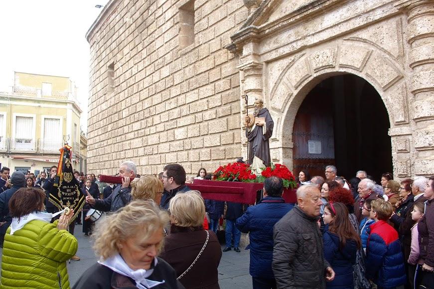 Salida de San Antón desde la iglesia de San Juan.