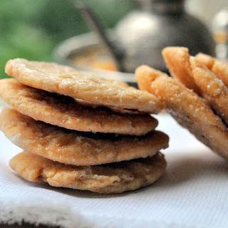 Mithi Mathri Recipe (Crispy Fried Sweet Fritters)