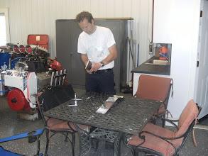 Photo: Wim druk bezig met de motoren. Deze worden voorzien van Crank triggers.