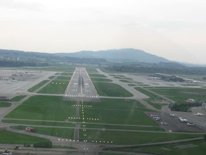 Photo: Final runway 28 at Zurich