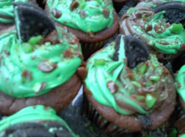 St. Patty's Day Goodies! Choc Mint Cookies And Cream Cupcakes. Mmmmmmm