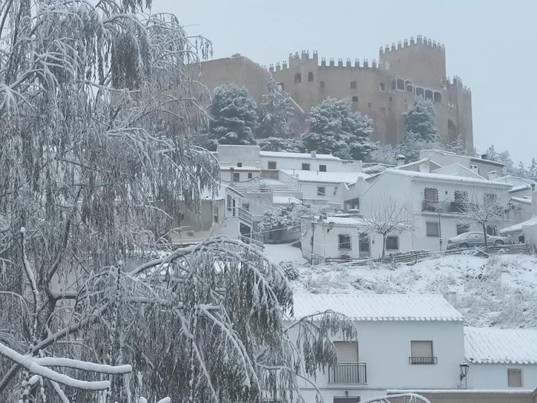 El castillo de Vélez Blanco cubierto por un manto blanco de nieve. Foto de Ginés Gázquez Navarro.