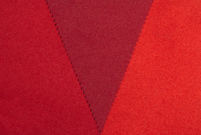 Three tones of red di -Os-