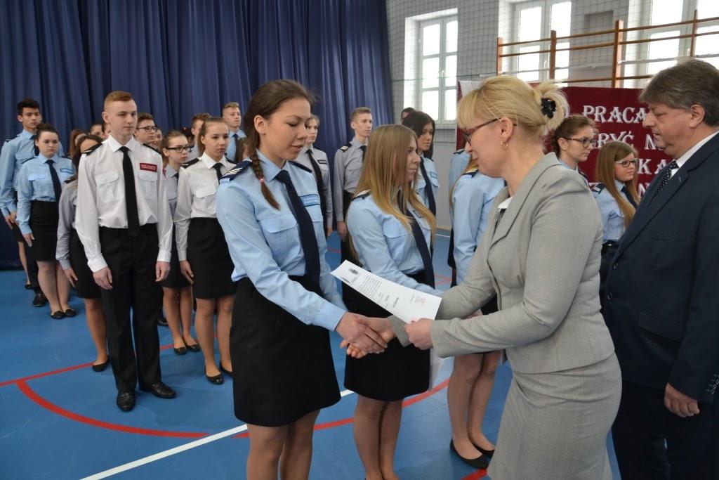 awanse w klasach mundurowych