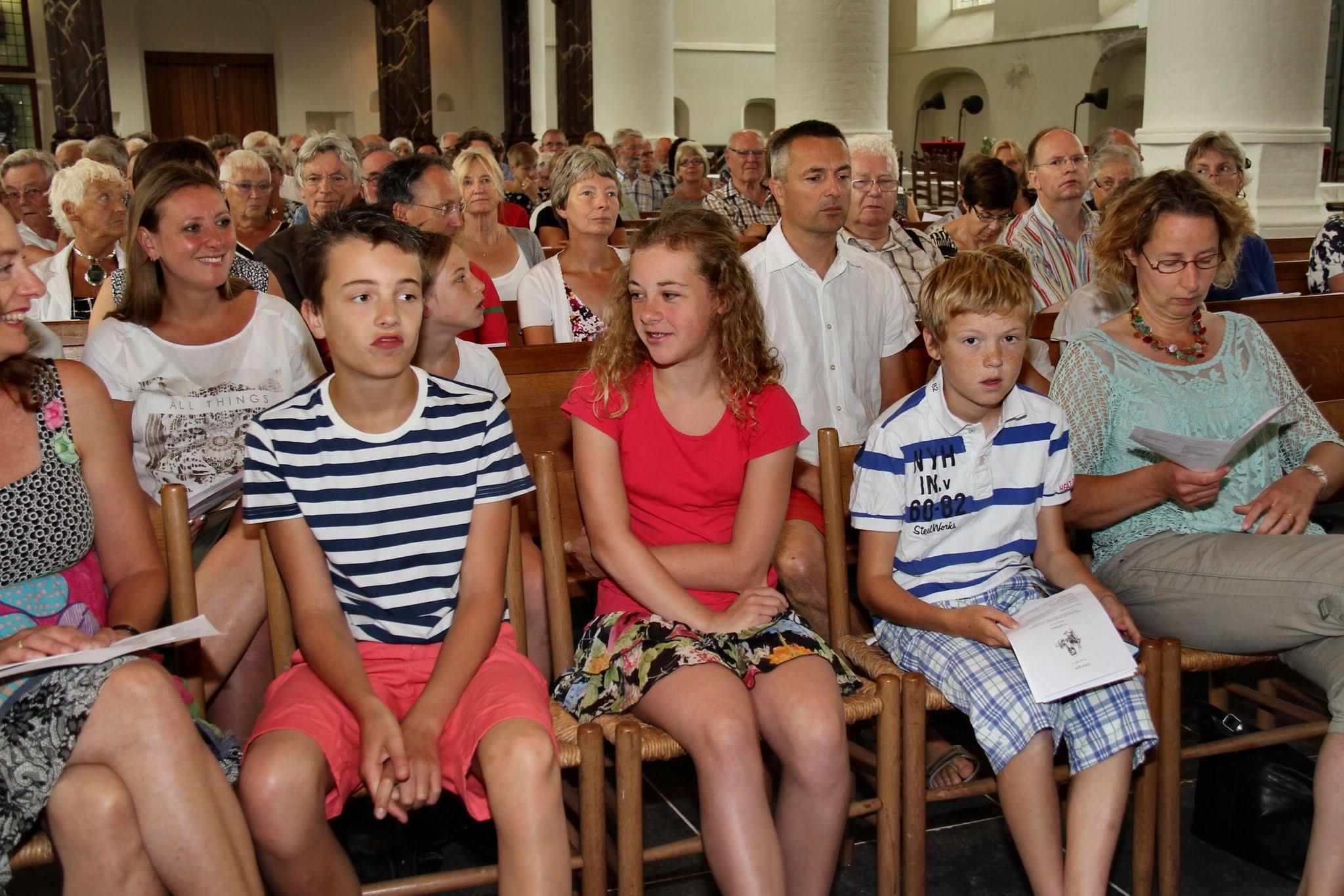 Photo: In de kerkdiensten van 5 en 12 juli maakten vier kinderen de oversteek naar andere vormen van jeugdkerk en kerkdienst. - Foto's: Dik Hooijer