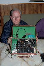 Photo: CYX visar upp SM6VHZ:s orginal spionsändare. Ej till salu men en liknande lär ha sålts för 3000 pund