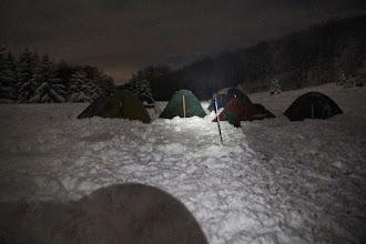 Photo: Postupne tu vyrástlo 7 stanov, snehu je tak 20-30 cm a večer o pol desiatej teplota poklesla na -5,9°C