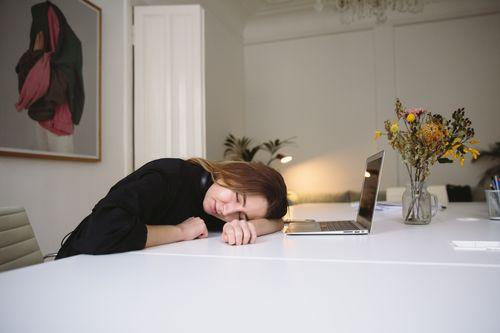 很累想睡覺
