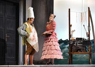 Photo: EINE NACHT IN VENEDIG / Wiener Volksoper. Inszenierung: Hinrich Horstkotte, Premiere 14.12.2013. Michael Havlicek, Mara Mastalir. Foto: Barbara Zeininger