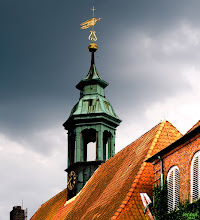 Photo: In Ahrensburg bei Hamburg befindet sich neben den Häusern für Arme, die im Jahre 1596 geweihte Schloßkirche.