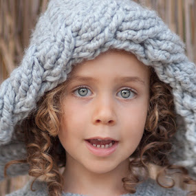 Girl by Anna Anastasova - Babies & Children Child Portraits ( portrait and people, girl, children, baby, portrait )